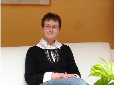 Frau Kaune, Bürokraft