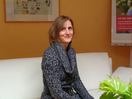 Frau Trautmann, Bürokraft und MTA